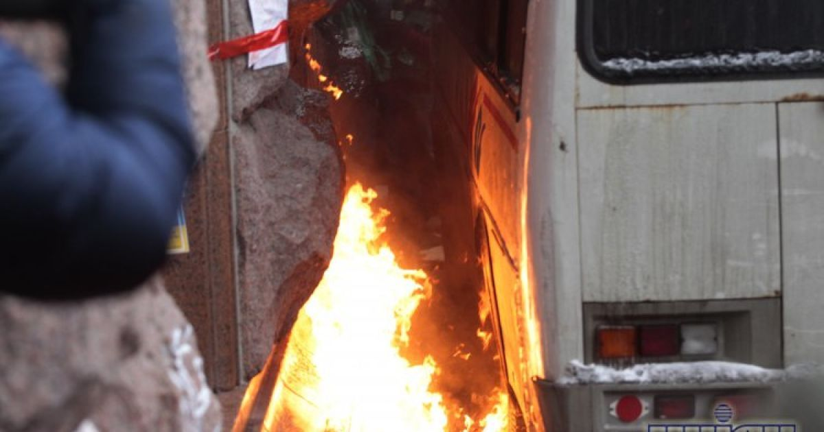 Столкновения возле столичной мэрии. @ УНІАН