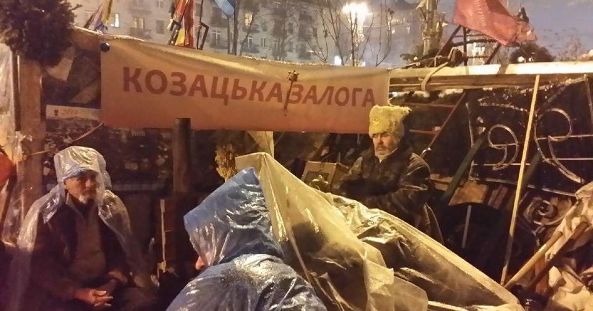 Накрапав дрібний дощ, але люди не розходилися @ adme.ru