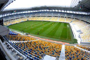 На евроматч Украина - Люксембург установили металлические решетки для болельщиков