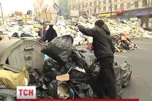 Євромайдан пропонує комунальникам гроші за вивезення сміття після толоки