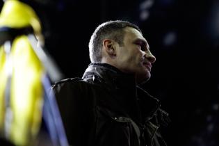 Кличко требует срочно объявить досрочные президентские и парламентские выборы