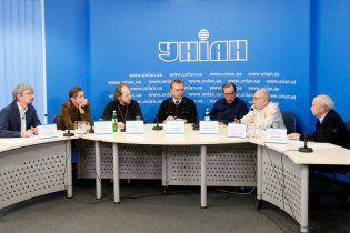 """Участники круглого стола """"План действий для страны"""" призвали к перемирию и компромиссу"""