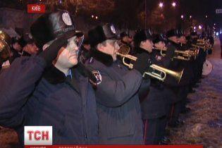 Біля Євромайдану бійці внутрішніх військ заспівали гімн України