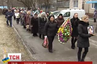 Под Киевом похоронили пенсионерку, которая погибла во время зачистки Майдана 18 февраля