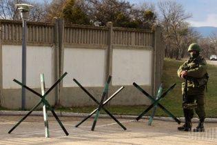 Российские солдаты захватили аэродром в Крыму и устанавливают пулеметы - СМИ
