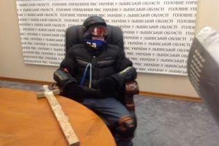 Во Львове протестующие захватили главные здания силовиков и арсенал оружия