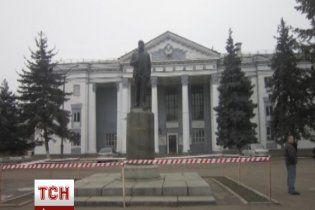 На Одесчине памятник Ленину залили черной краской