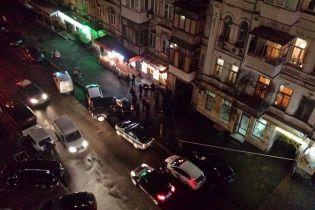 У центрі Києва невідомі розстріляли чоловіка та вкрали у нього сумку