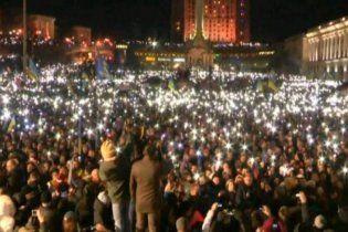 На Євромайдані близько 200 тисяч людей хором заспівали Гімн України