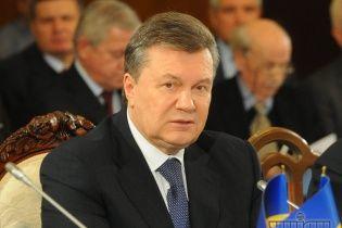 Янукович погодився на дострокові президентські вибори і Конституцію-2004