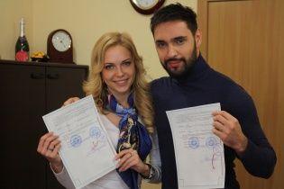 Сьогодні Віталій Козловський офіційно став продюсером 22-річної спокусливої білявки