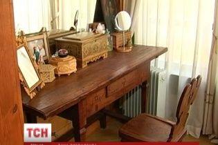 Майданщики добрались до имения Ющенко в гуцульском стиле