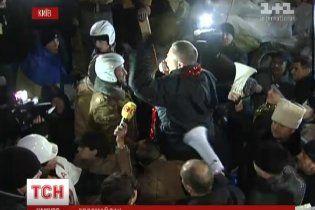 Мітингувальники з Євромайдану та прихильники президента об'єдналися на День святого Миколая