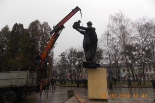 На Львовщине разобрали памятник советскому солдату