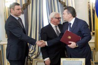 Кличко вибачився перед Майданом за те, що потис руку Януковичу