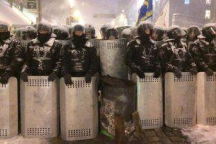 Правительственный квартал в Киеве блокируют силовики, которые дают проехать только элитным авто