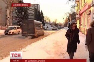 У Дніпропетровську невідомі у цивільному затримують людей просто на вулиці