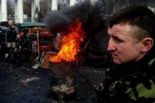 На Грушевского снова подожгли шины в знак несогласия с властью