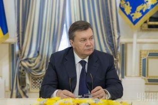 Янукович не йде у відставку (відеозвернення)