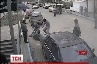 У Сімферополі озброєні нападники у військовій формі розгромили прес-центр