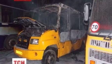 В Новой Каховке водитель умер, наблюдая за тем, как горит его автобус