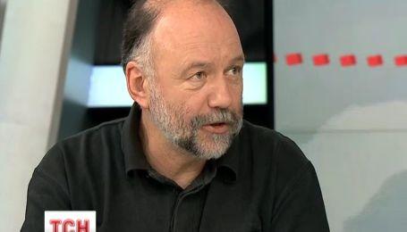 Письменник Курков вважає, що Янукович повинен повернутися до Києва