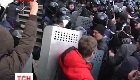 Митинг в Донецке за Россию перерос в погромы