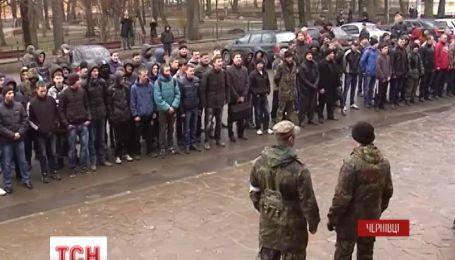 У Чернівцях чергують, аби не пустити на роботу керівника місцевого СБУ