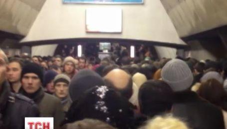 Днем милиция семь часов искала взрывчатку в метро