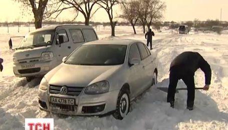 Украина продолжает находиться в снежном плену
