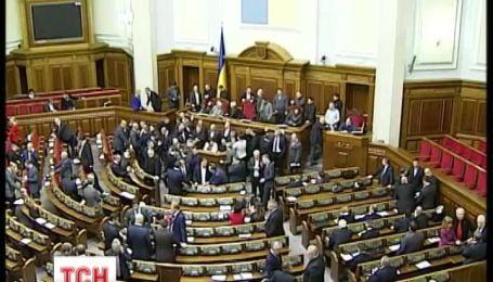 В кабинете спикера зарегистрировали постановление о Конституции