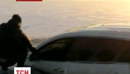 Дніпропетровські екстремали втопили позашляховик у Дніпрі