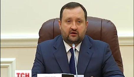 Арбузов запевнив, що ситуація на валютному ринку під контролем