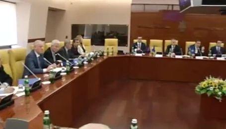 Битва за трон ФФУ: Коньков против Попова