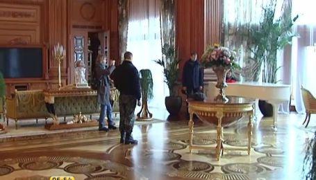 Психолог проаналізував оздоблення розкішних будинків Пшонки і Януковича