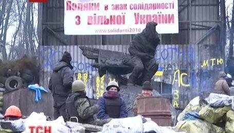 Майдан Независимости, несмотря на все угрозы и в дальнейшем остается протестным