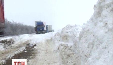 В снежном плену под Николаевом застряли 300 авто