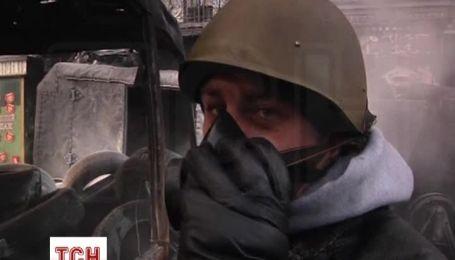 Участники Евромайдана продолжают митинг и наводят порядок в Украинском доме