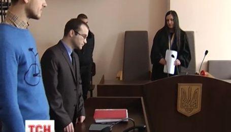 Суди закривають кримінальні провадження проти заарештованих активістів