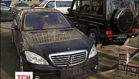 Активісти знайшли нові автівки парку Януковича