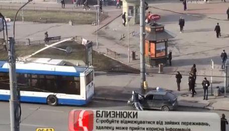 Шофер використав тролейбус замість тягача на очах у ДАІ