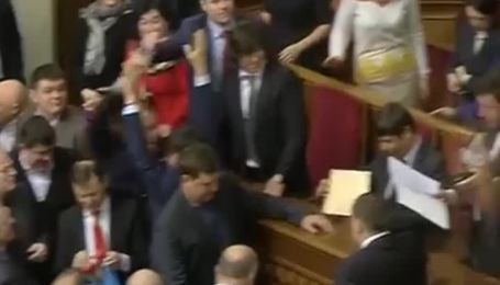 Новообрані депутати склали присягу у Раді
