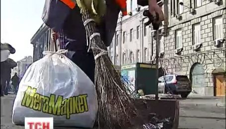 В центре Киева началась генеральная уборка