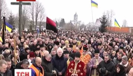 На Львовщине активиста Евромайдана Романа Сеника, провели в последний путь