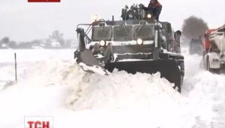 Львівщина продовжує потерпати від снігу