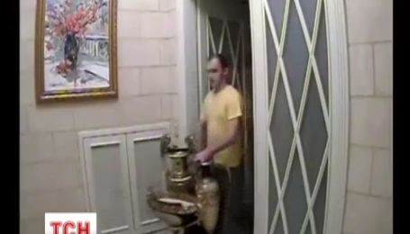 Янукович четыре дня подряд вывозил драгоценные вещи из Межигорья