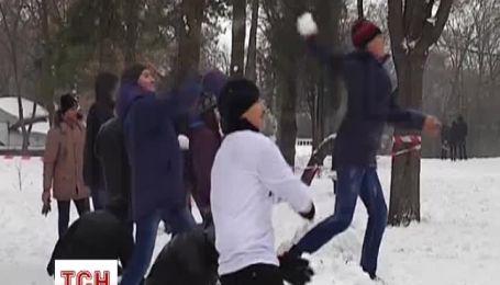 Более двухсот человек устроили обстрел снежками в Днепропетровске