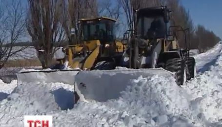 По Україні залишаються нерозчищеними дороги до 123 населених пунктів