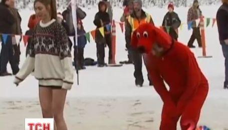 Сотни людей погрузились в ледяное озеро в Аляске для сбора денег на благотворительность