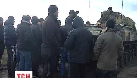 Пророссийские активисты не пускают военных защищать границу Украины